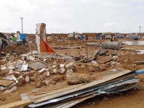 Graves inundaciones en el Sáhara, nieve en Nueva York (Noticia pobre, noticia rica).